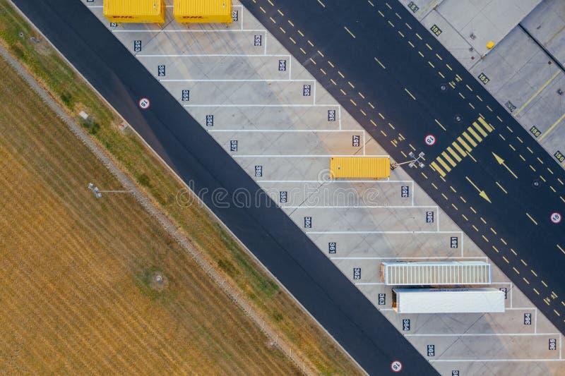 Vue aérienne du centre serveur de distribution, photographie de bourdon de la zone logistique industrielle images libres de droits