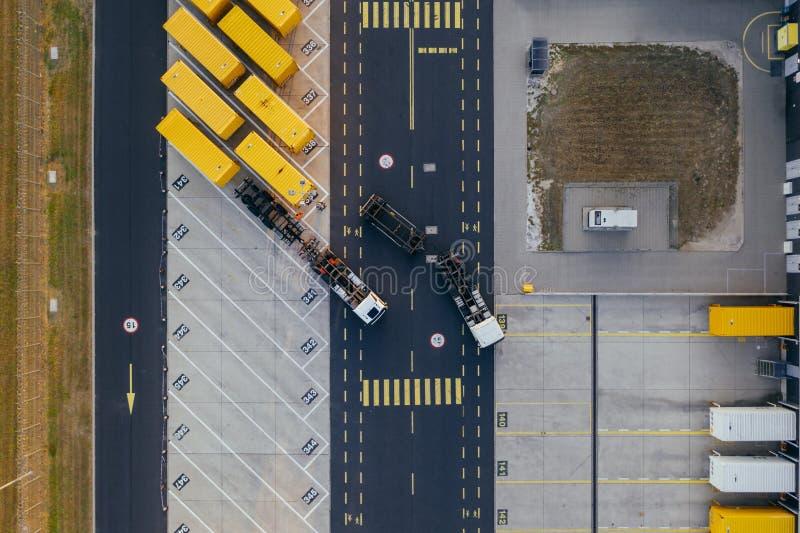 Vue aérienne du centre serveur de distribution, photographie de bourdon de la zone logistique industrielle images stock