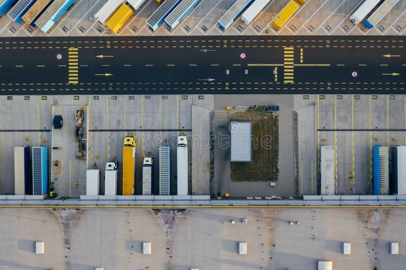Vue aérienne du centre serveur de distribution, photographie de bourdon de la zone logistique industrielle image libre de droits