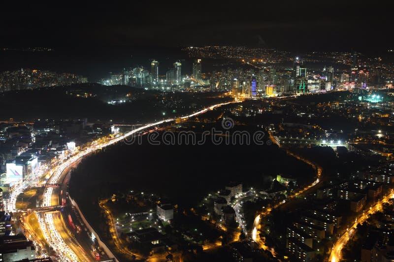 Vue aérienne du centre ville et des gratte-ciel de ville du saphir d'Istanbul, Turquie image libre de droits