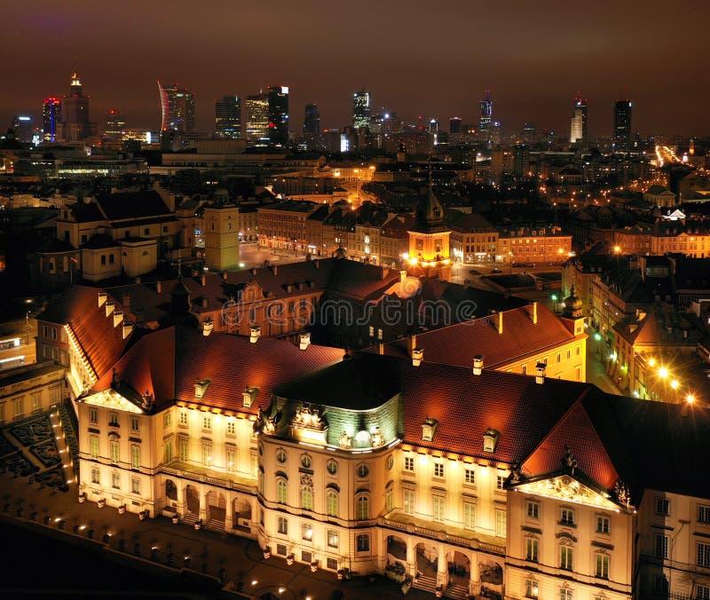 Vue aérienne du château royal dans la vieille ville la nuit, Varsovie, Pologne photo libre de droits