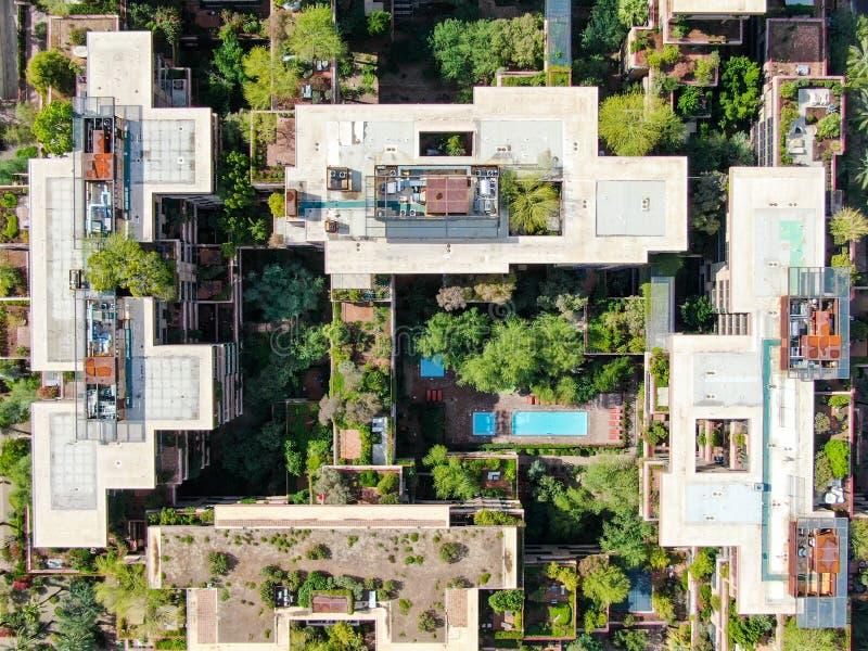 Vue aérienne du haut d'un immeuble moderne dans la ville du désert de Scottsdale en Arizona, à l'est de la capitale de l'état Pho image libre de droits