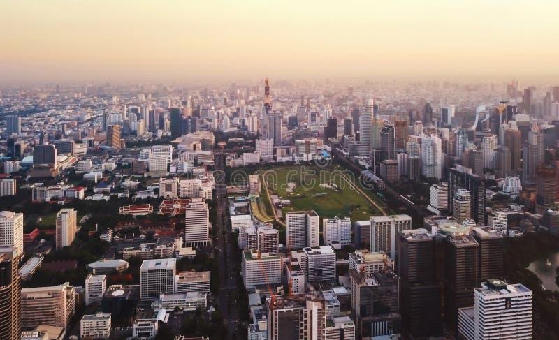 Vue aérienne du jardin dans le secteur de Ratchadamri, Bangkok Downt images libres de droits