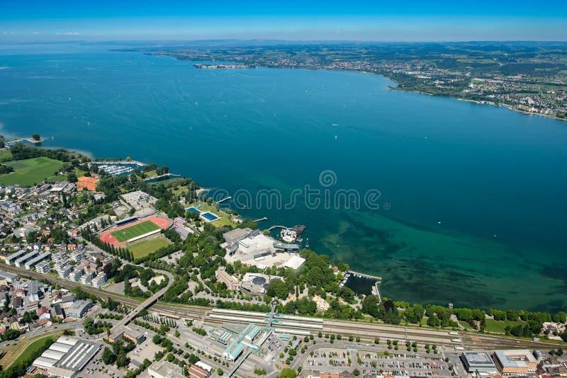 Vue aérienne du Lac de Constance avec Bregenz une étape de lac photographie stock