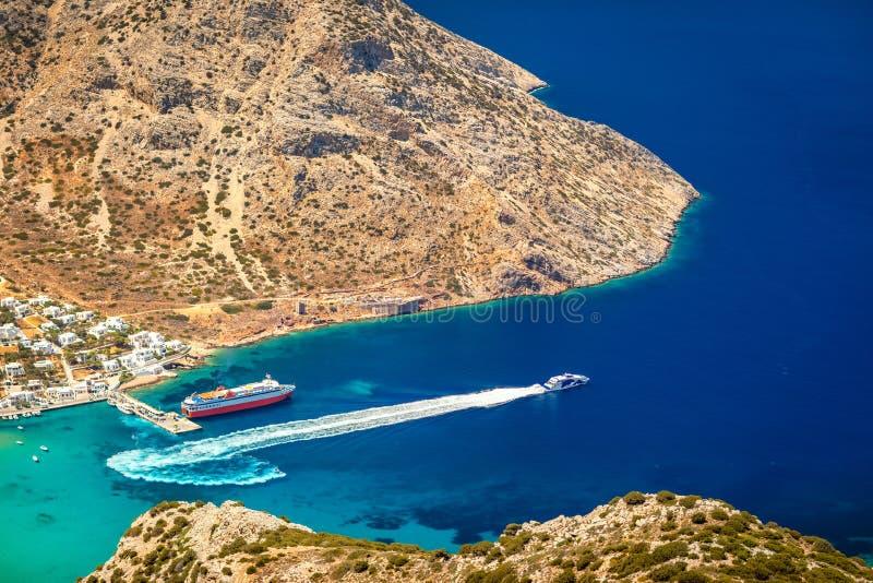 Vue aérienne du littoral de l'île de Sifnos, Grèce images libres de droits