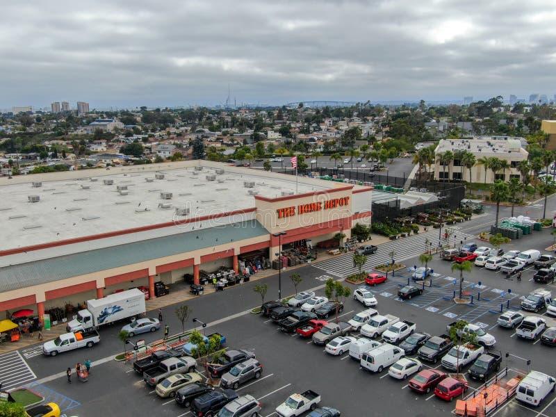 Vue aérienne du magasin de Home Depot et du parking à San Diego, la Californie, Etats-Unis images stock