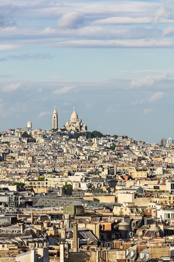 Vue aérienne du paysage urbain de Paris avec Basilique du Sacre Coeur dessus image libre de droits