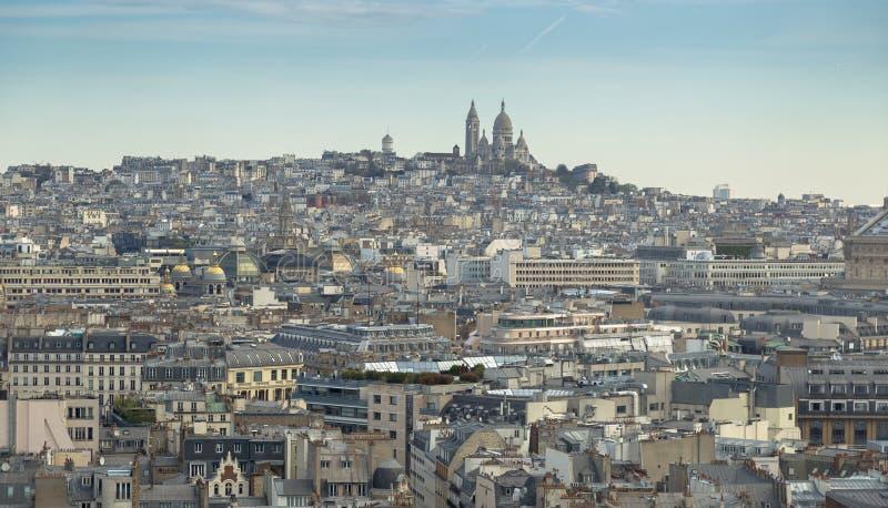 Vue aérienne du paysage urbain de Paris avec la basilique du coeur sacré de Paris Basilique du Sacre Coeur sur la colline de Mont images libres de droits