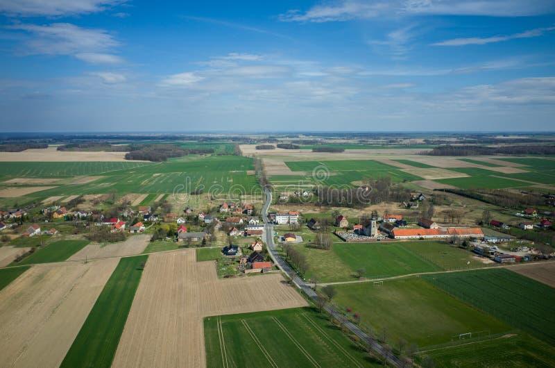 Vue aérienne du petit village photographie stock