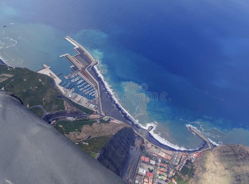 Vue aérienne du port à Tazacorte image stock