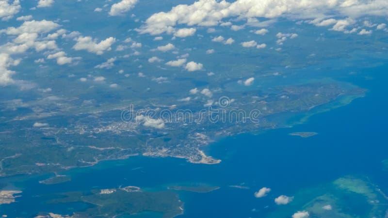 Vue aérienne du port de plus par la capitale de la papoue nouvelle guinée images libres de droits