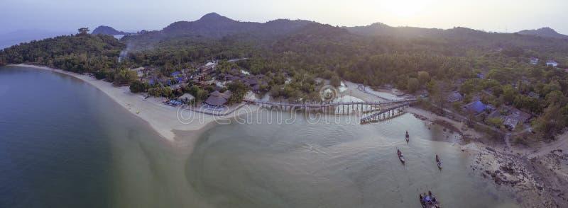 Vue aérienne du ranong d'île de payam de KOH du sud de la Thaïlande images libres de droits