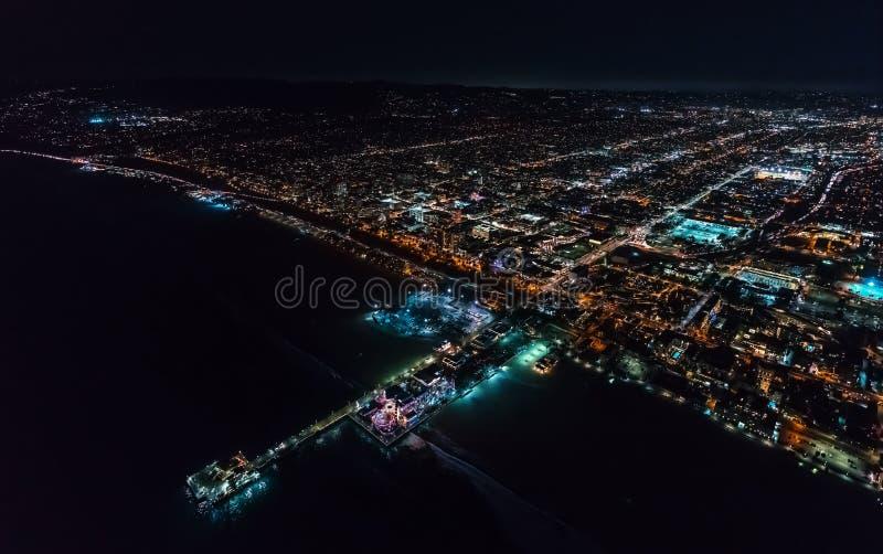 Vue aérienne du rivage de Santa Monica la nuit photographie stock