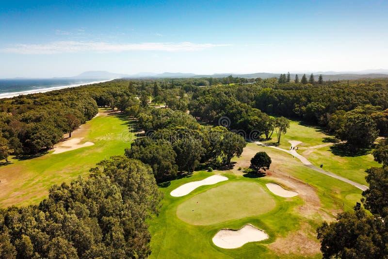 Vue aérienne du terrain de golf gauche Australie de Macquarie image libre de droits
