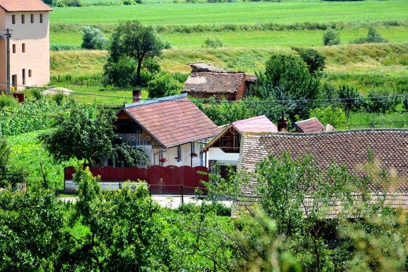 Vue aérienne du village Feldioara, la Transylvanie photos stock