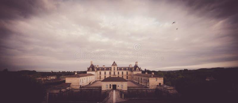 Vue aérienne, France, le château de la Renaissance, Cadillac en Gironde photos libres de droits