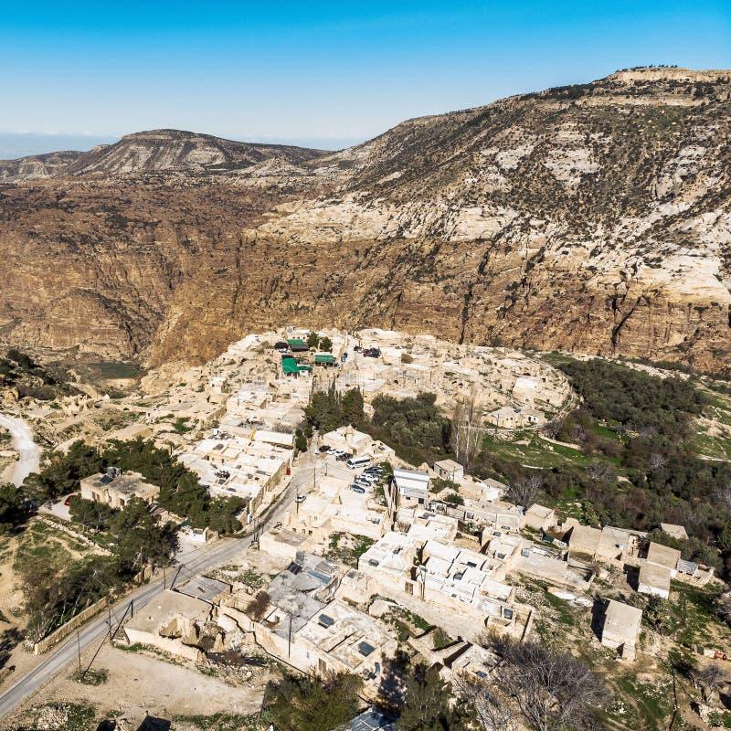 Vue aérienne oblique de Dana Village à l'entrée de la réservation de biosphère de Dana Valley, au nord de PETRA photo libre de droits