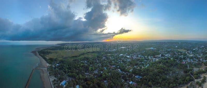 Vue aérienne panoramique de Kupang, Indonésie photographie stock libre de droits