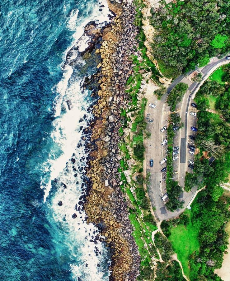 Vue aérienne panoramique des roches d'océan photo libre de droits