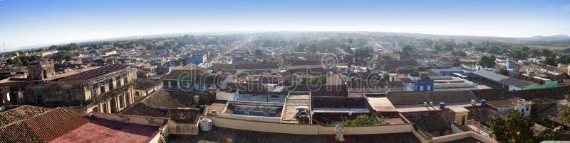 Vue aérienne panoramique sur de vieilles maisons de la ville Trinidad, Cuba image stock