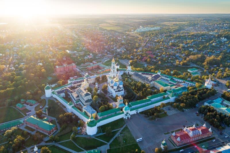 Vue aérienne panoramique sur le monastère orthodoxe russe photographie stock libre de droits