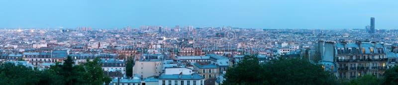 Vue aérienne panoramique sur Paris au coucher du soleil photographie stock libre de droits