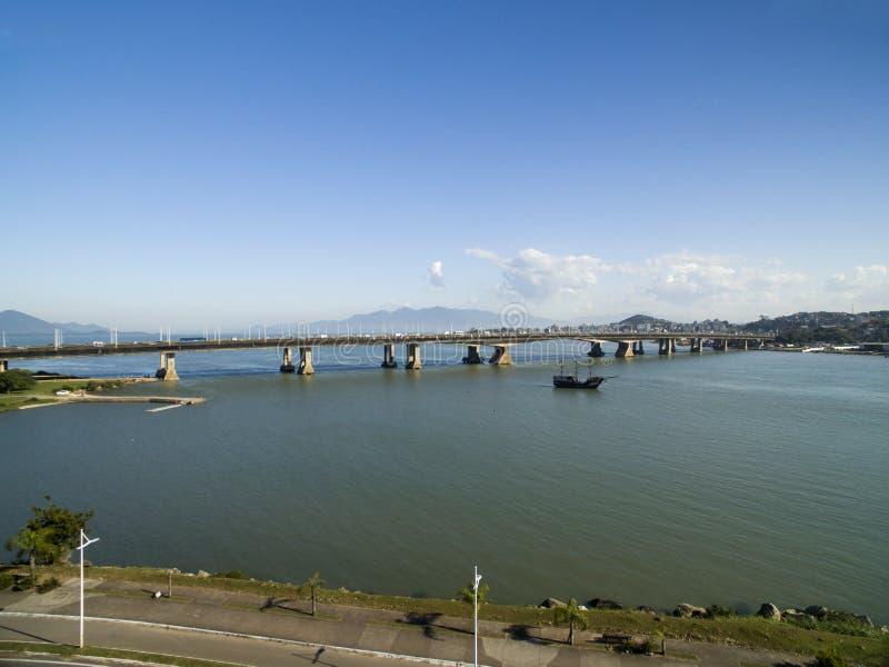 Vue aérienne Pedro Ivo Campos Bridge dans Florianopolis Santa Catarina Juillet 2017 photographie stock