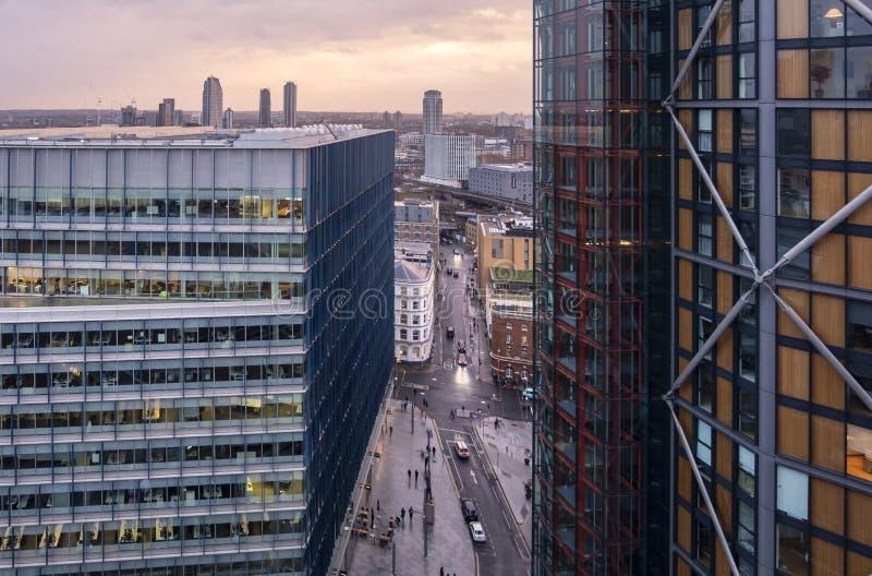 Vue aérienne regardant vers le bas sur Sumner Street du nouveau bâtiment de Tate Modern Extension Immeubles de bureaux dans la lu images stock