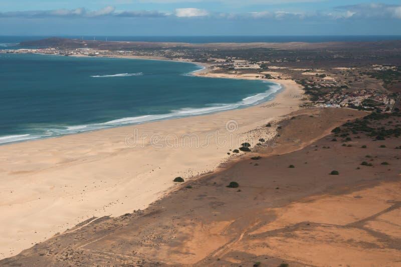 Vue aérienne sur des dunes de sable en plage Praia de Chaves de Chaves en BO photos stock