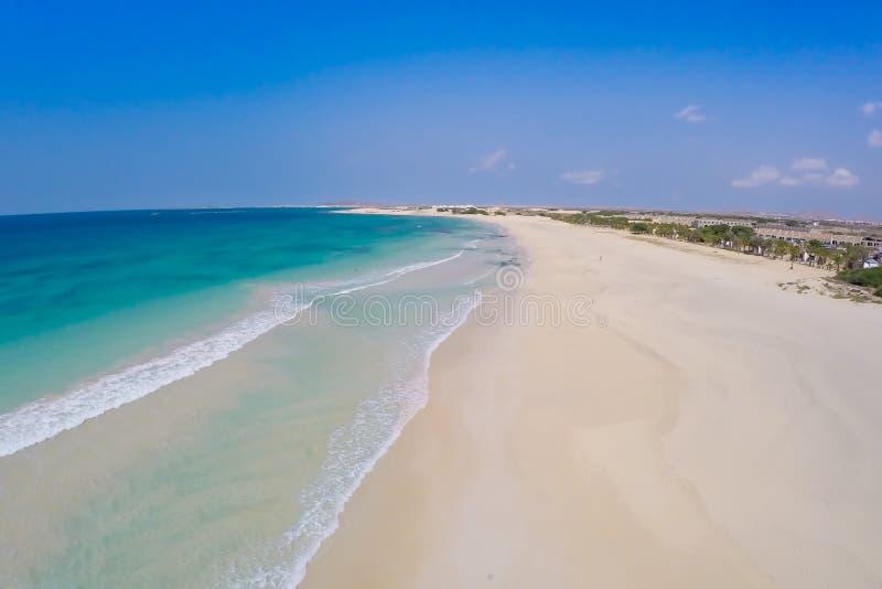 Vue aérienne sur des dunes de sable en plage Praia de Chaves de Chaves en BO images libres de droits