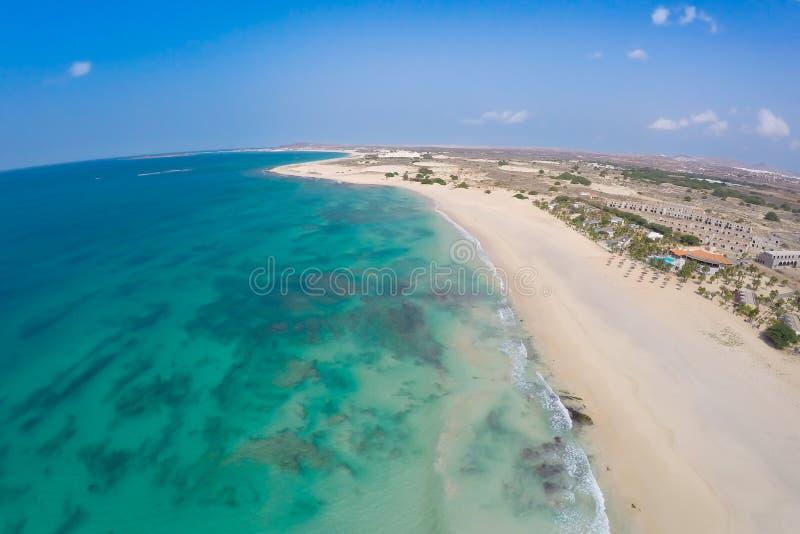Vue aérienne sur des dunes de sable en plage Praia de Chaves de Chaves en BO photo stock