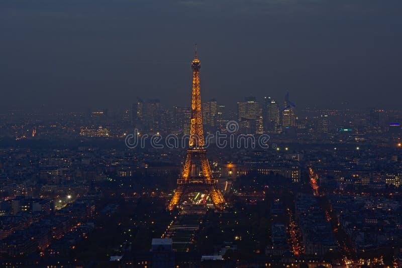 Vue aérienne sur l'oin Paris de Tour Eiffel la nuit photos libres de droits