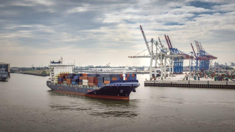 Vue aérienne sur le terminal de conteneur dans le port de Hambourg image stock