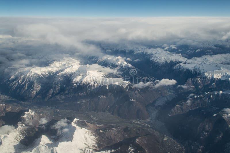 Vue aérienne sur les alpes images stock