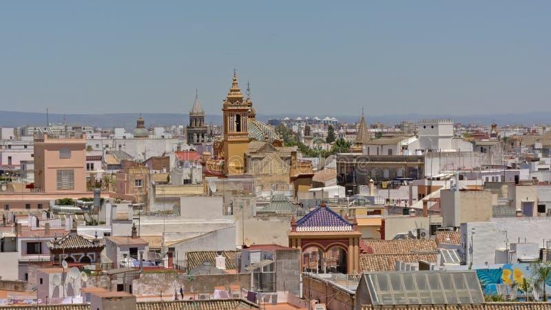 Vue aérienne sur les maisons et les églises de séville du centre de tour de Giralda photos stock