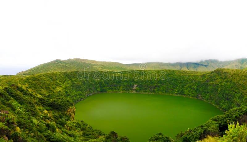 Vue aérienne vers le lac Negra, île de Flores, Açores portugal photo stock