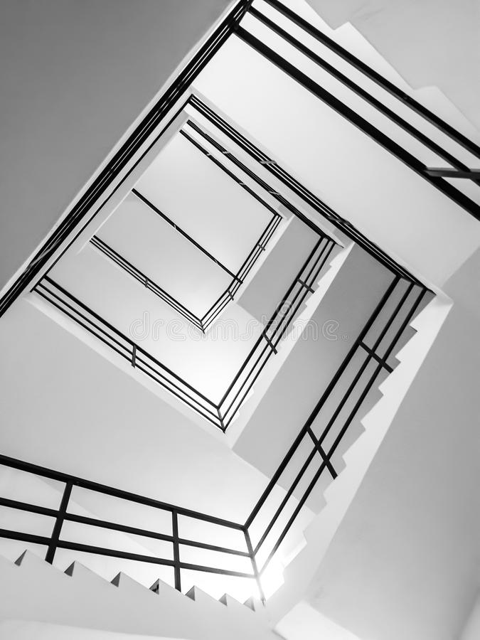 Vue abstraite des escaliers d'intérieur image stock