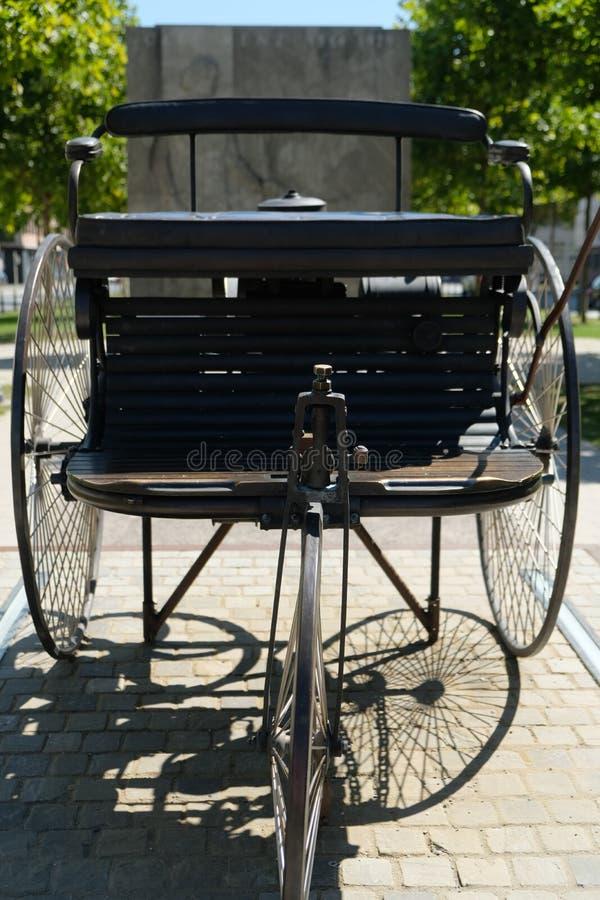 Vue arrière d'un vieux chariot photo libre de droits