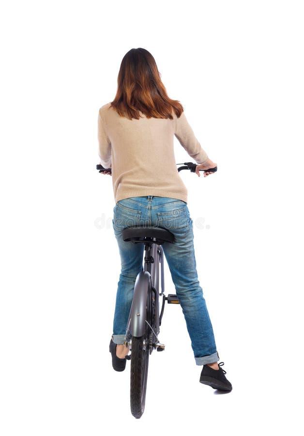 Vue arrière d'une femme avec une bicyclette photographie stock