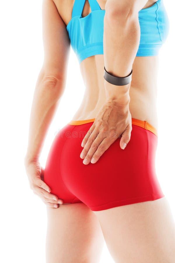 Vue arrière d'une femme sportive avec des mains à ses hanches image stock