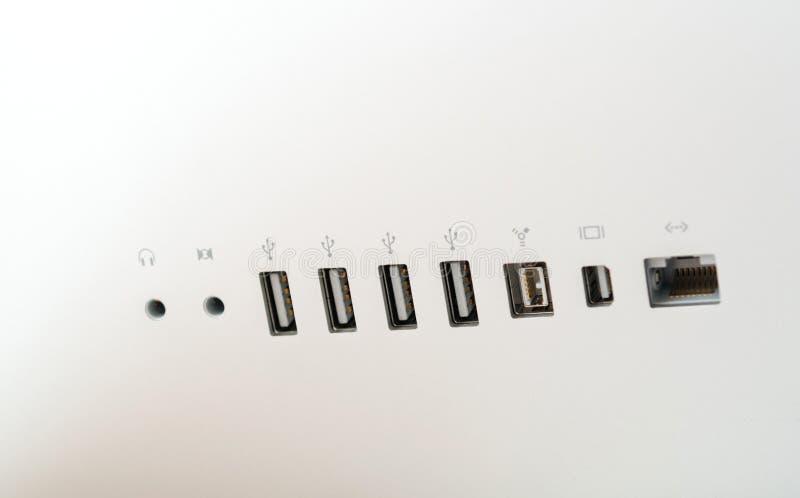 Vue arrière des ordinateurs Apple de connexions de ports images stock