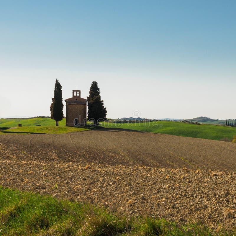 """Vue arrière du della Madonna di Vitaleta de chapelle de Cappella en Val d """"Orcia L'Italie, 2017 image libre de droits"""