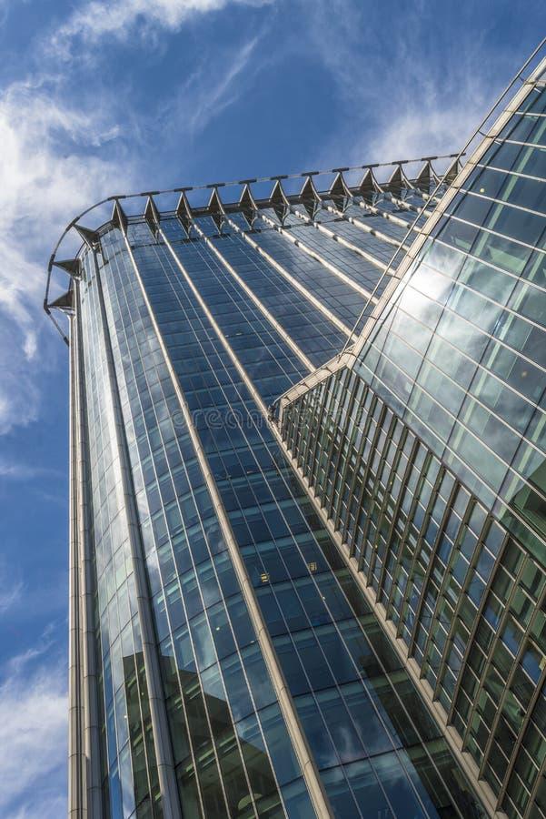Vue ascendante du gratte-ciel de CityPoint, Londres R-U photos stock