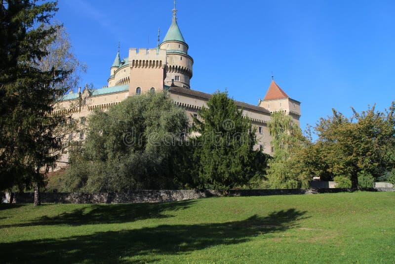 Vue au château de Bojnice photos stock