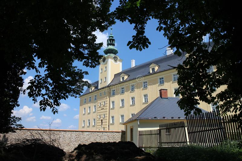 Vue au château supérieur dans Fulnek images libres de droits
