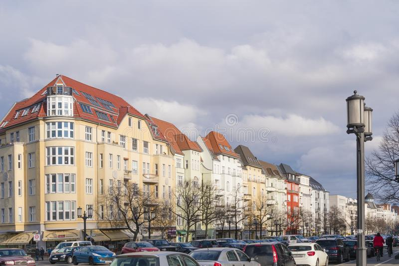 Vue au-dessus d'un boulevard de Berlin aux résidences historiques photographie stock