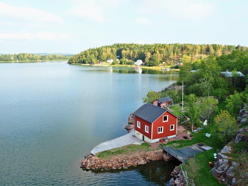 Vue au-dessus d'un canal de mer baltique dans Aland, Finlande photographie stock libre de droits