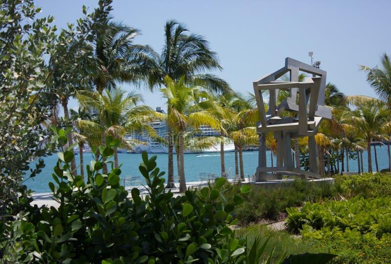 Vue au-dessus de baie de Biscayne de Perez Art Museum à Miami la Floride images stock