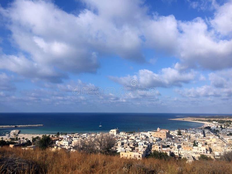 Vue au-dessus de baie de San Vito Lo Capo image stock