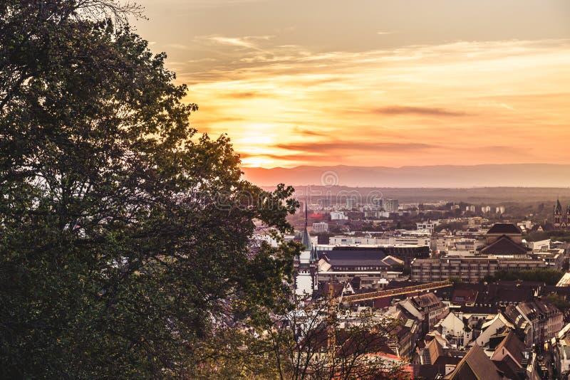 Vue au-dessus de coucher du soleil de Fribourg photo libre de droits